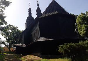 """""""Cmentarz przy zabytkowym kościele z XVII w. - na"""