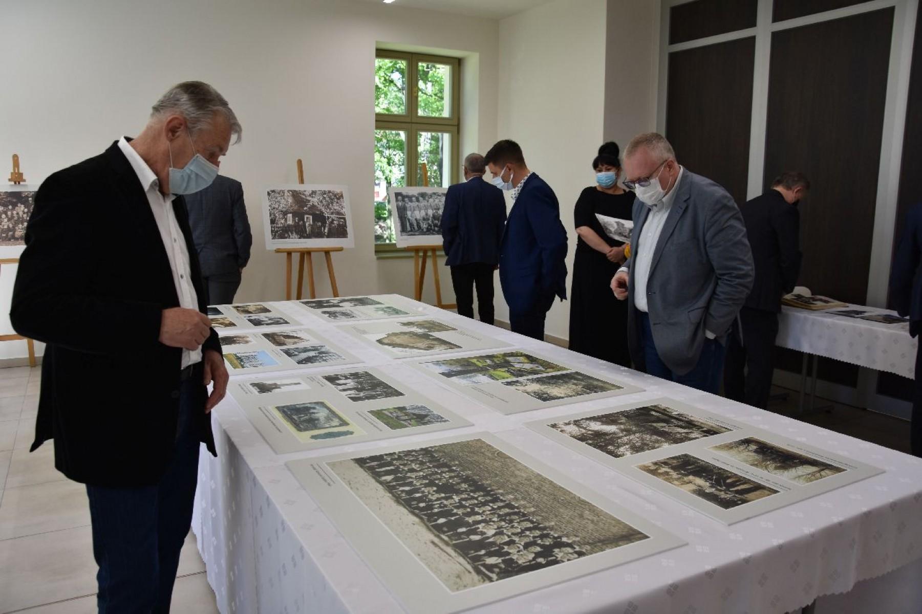 Na zdjęciu: otwarcie wystawy